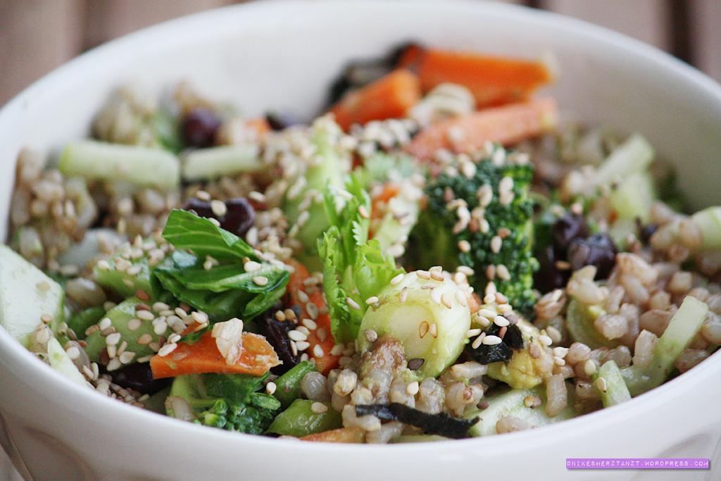 avocado, frühlingszwiebeln, sushi bowl, noriblätter, sesam, reis, sojabohnen, sojasauce, koriander, wasabi, food, blog, nikesherztanzt