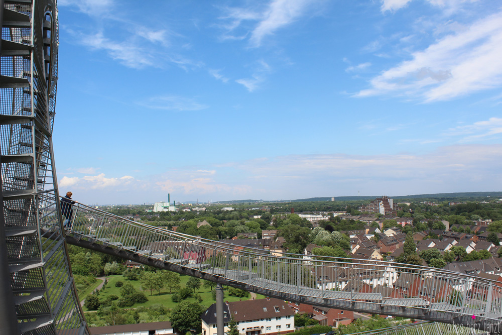 tiger & turtle,magic mountain, nikesherztanzt, duisburg, halde, sonne, himmelblau
