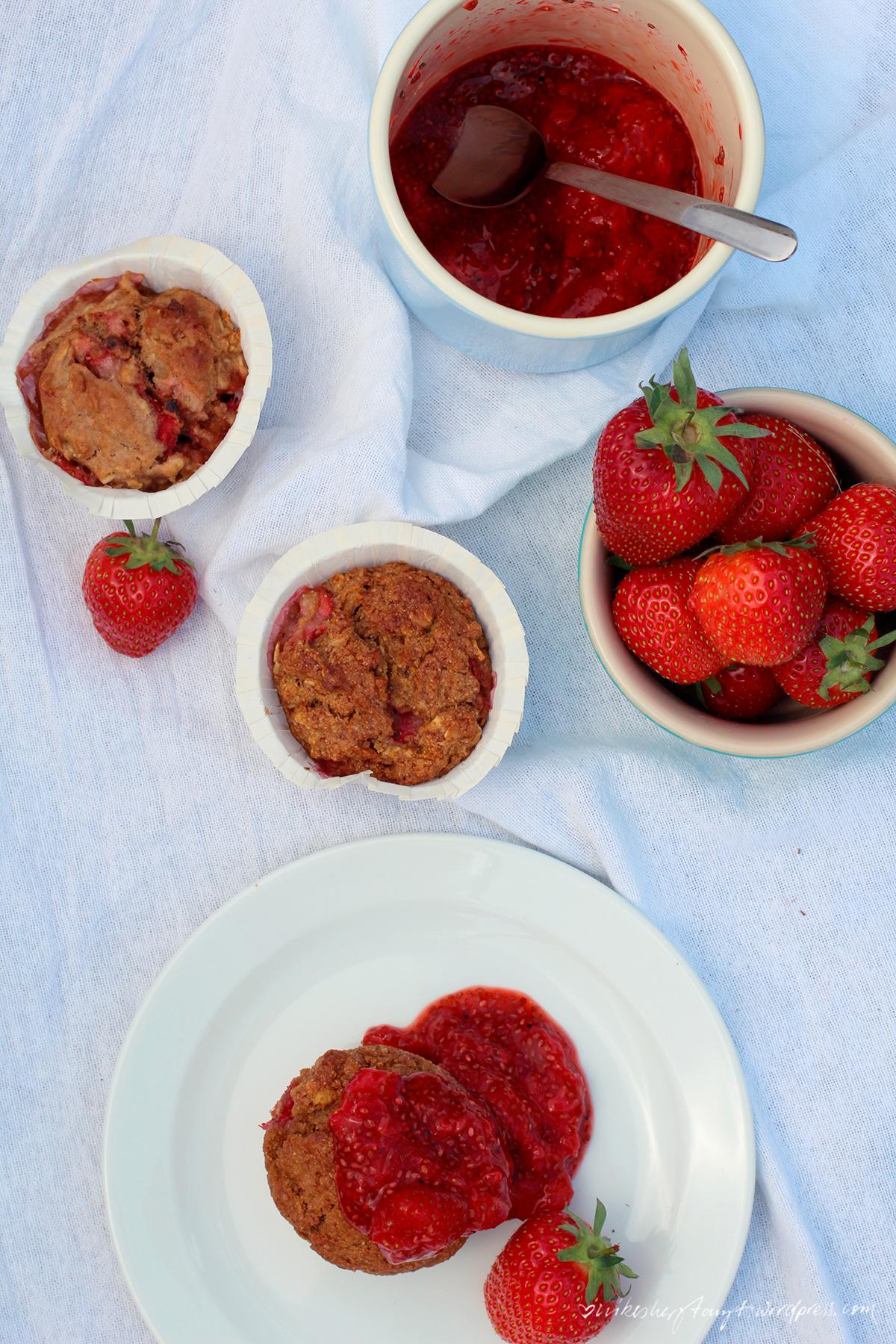 erdbeer fr hst cks muffins mit erdbeer chia marmelade nikes herz tanzt. Black Bedroom Furniture Sets. Home Design Ideas
