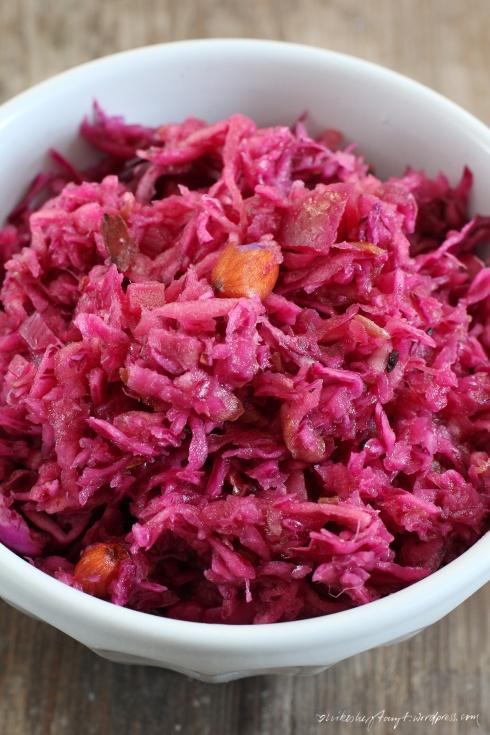 apfel+rotkohl+salat+datteln+mandeln1