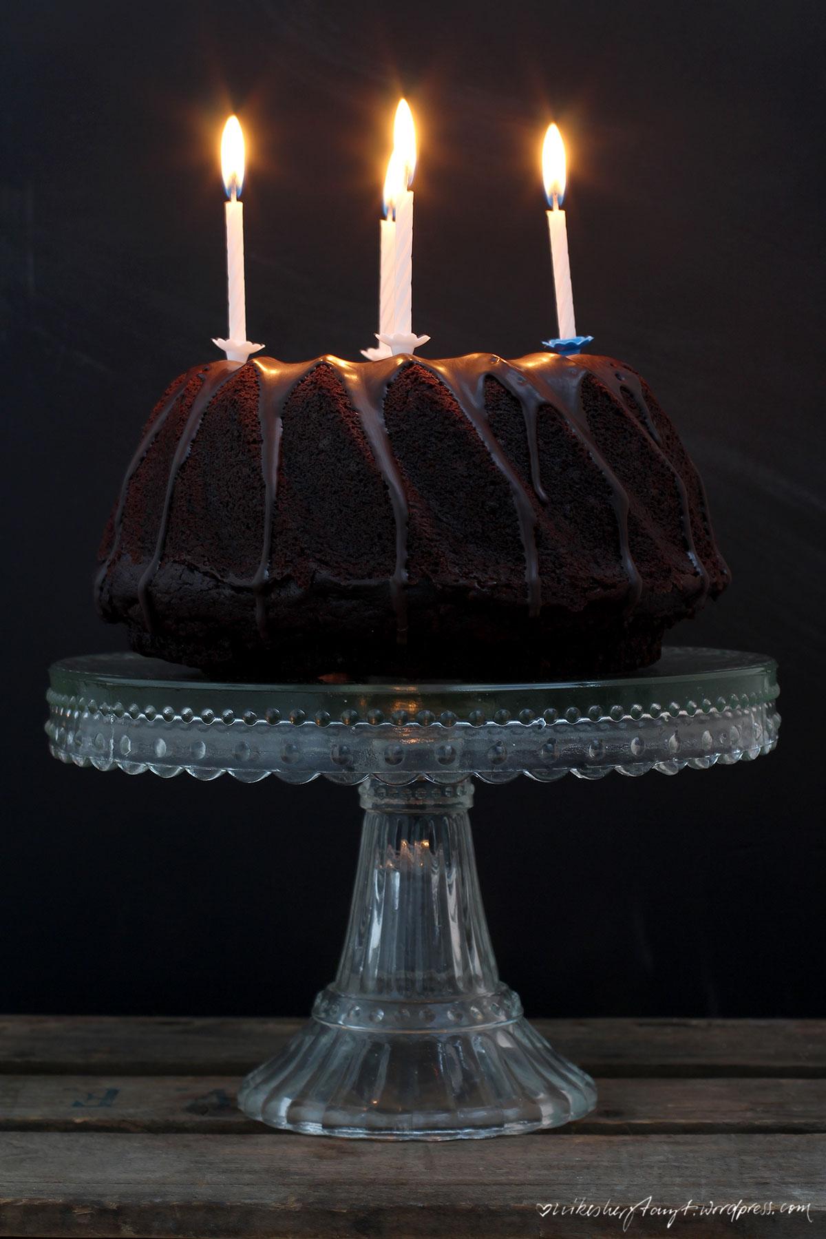 schokoladenkuchen, kuchen, schokokuchen, kerzen, geburtstagskuchen, nikesherztanzt, kein kuchen ist auch keine lösung
