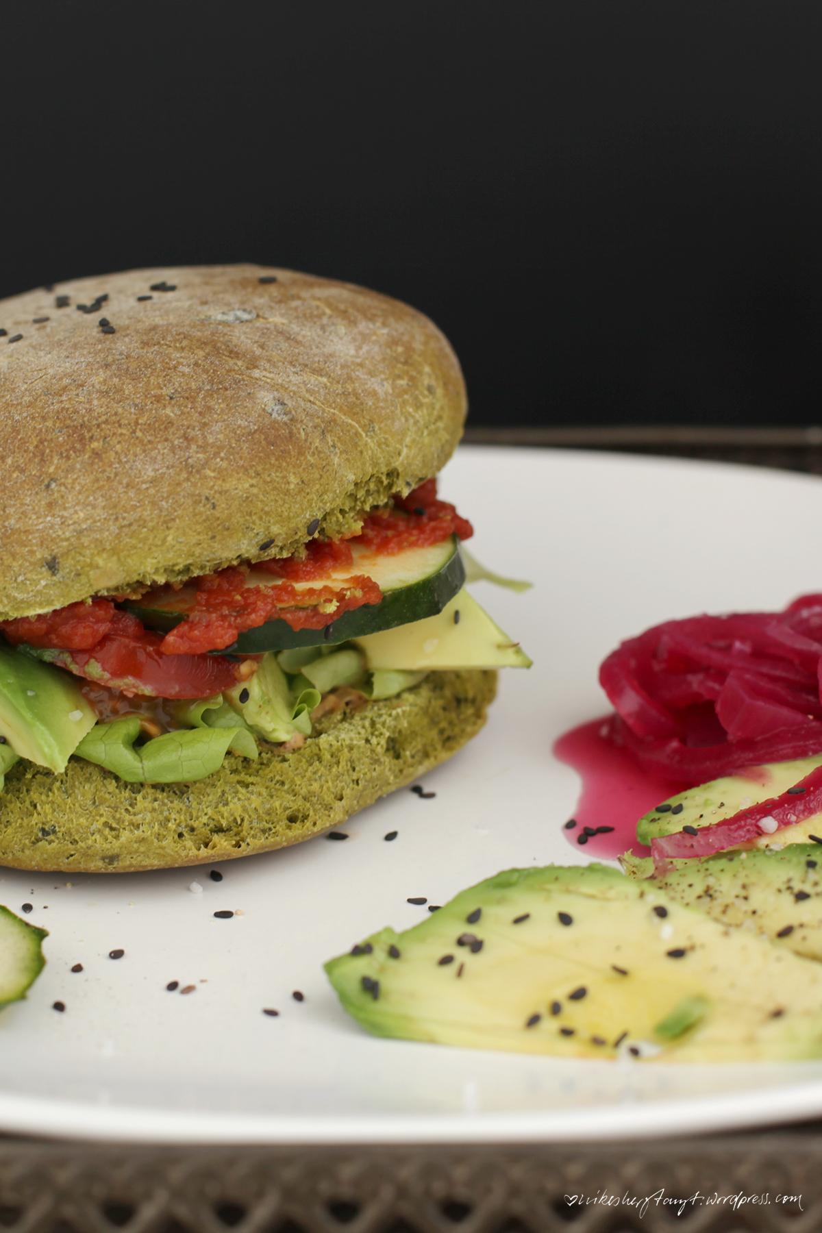 avocado, burger, grünes brot, oh sophia, sophias vegane welt, kochbuchliebe, pinke zwiebeln, nikes herz tanzt