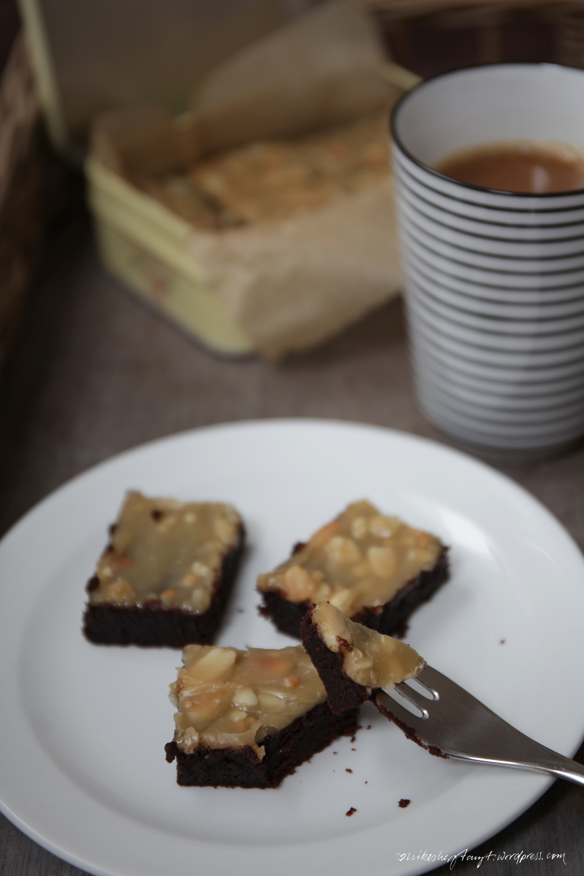 peanutbutter-chocolate-brownies, vegan, fudgy, coffee, erdnussbutter, schokolade, nikesherztanzt