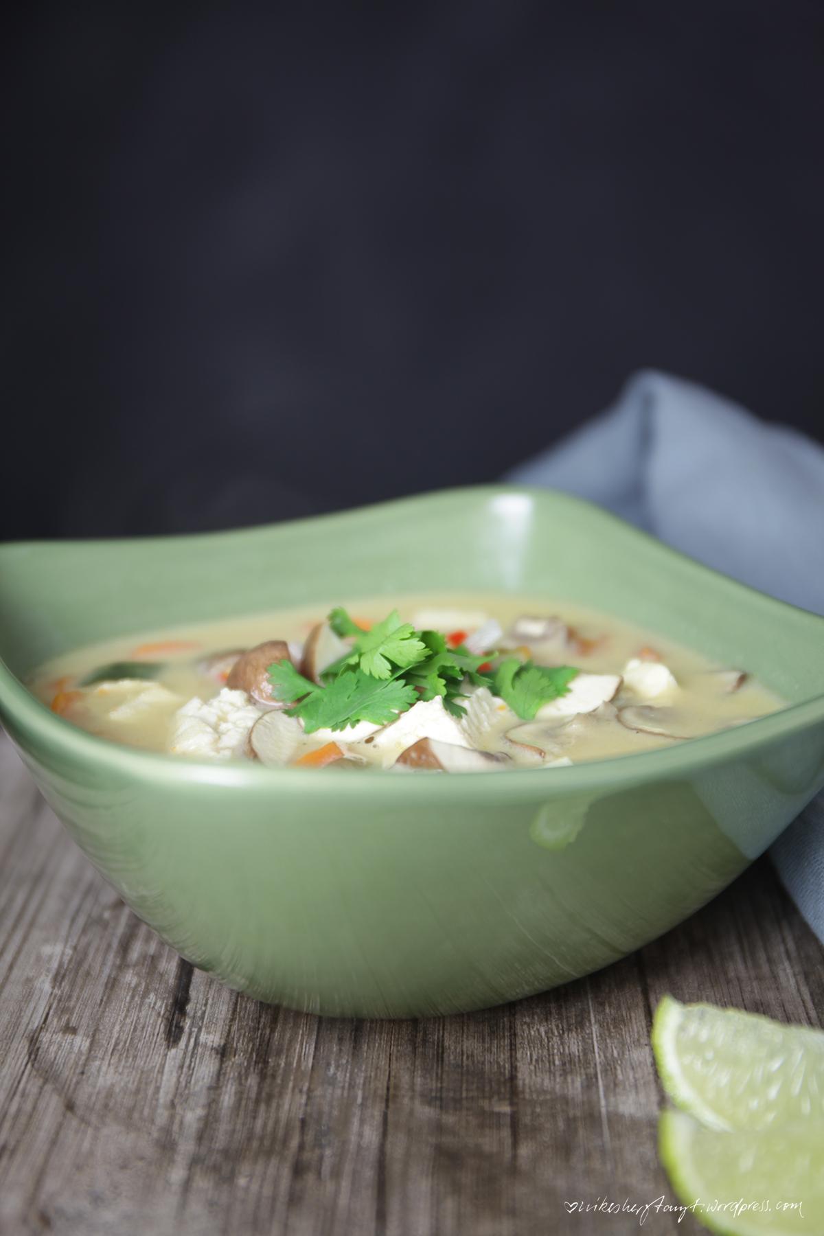 tom kha gai ohne gai, suppe, thailändisch, veggie, vegan, nikesherztanzt