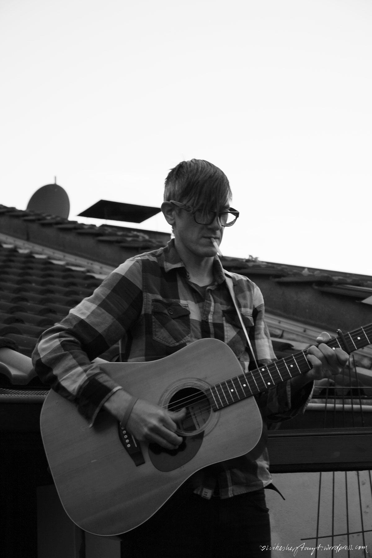 über den dächern, houseshow, konzert, musik ist ein grundnahrungsmittel, ghost of a chance, krist krueger, dachterrasse, gitarren, good time, flix records, nikesherztanzt