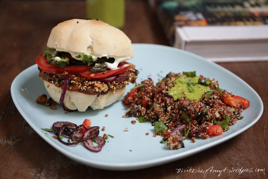 black bean burger, quinoa salat, reisen, surfen, kochen, umschau verlag, vegan, kochbuchliebe, nikesherztanzt