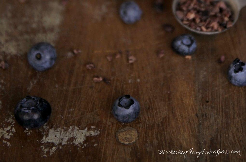 bananen-schoko-smoothie mit blaubeeren // nikesherztanzt