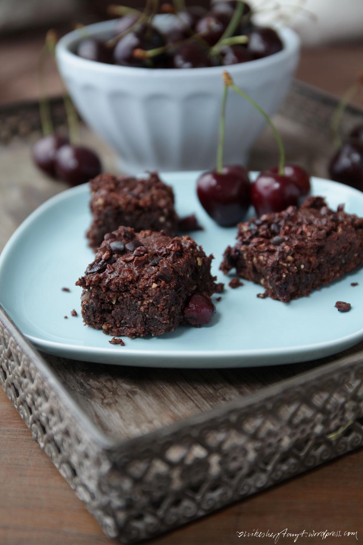 mit mir ist gut kirschen essen ..., kirsch schokoladen brownies, cherry chocolate brownies, vegan, #ichbacksmir, sonntagssüß, kirschen, schokolade, nikesherztanzt