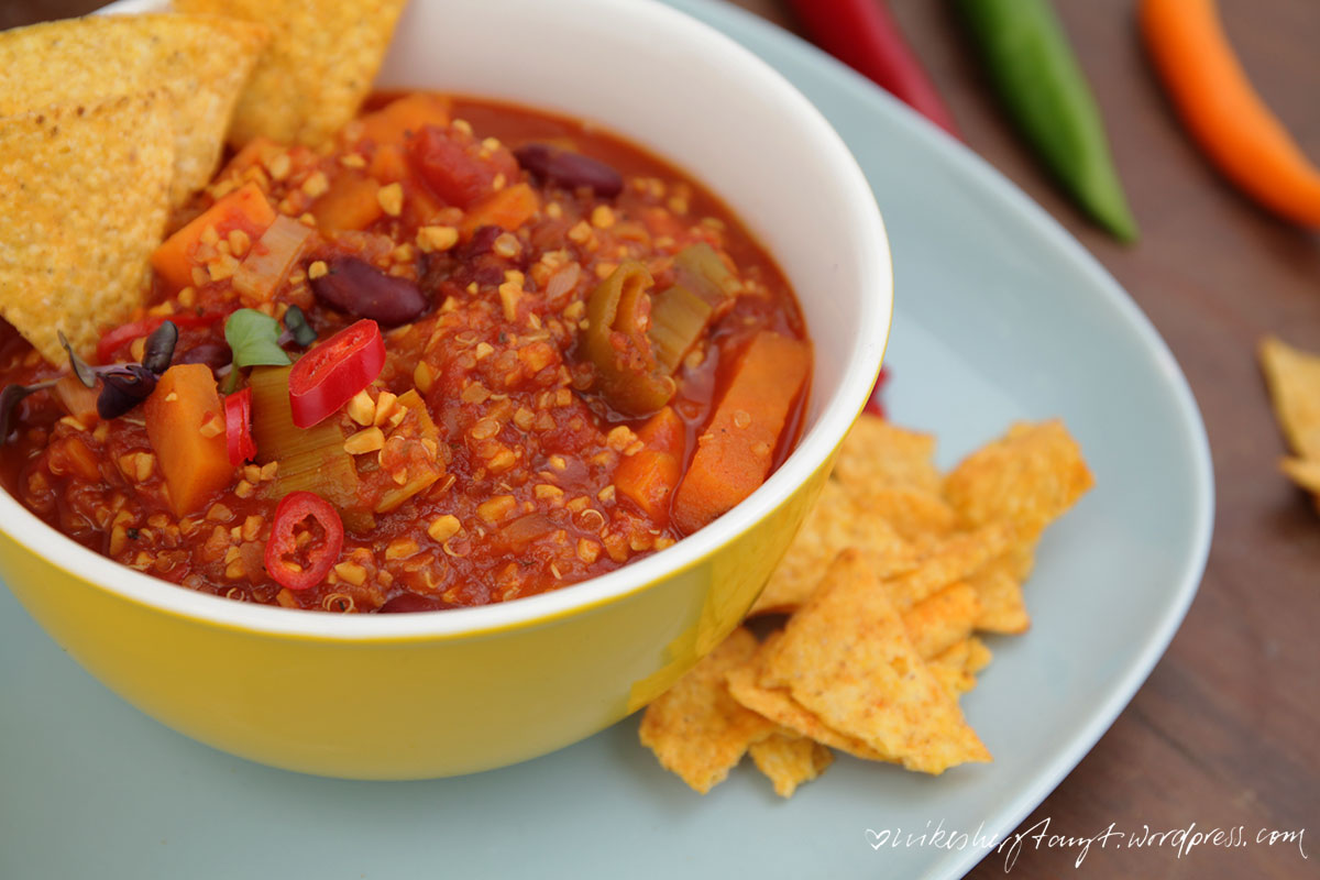 chili sin carne, chili con kernies, vegan, seelenwärmer, blogevent, suppe, vegan, soulfood, nikesherztanzt, maischips,gegen den herbstblues