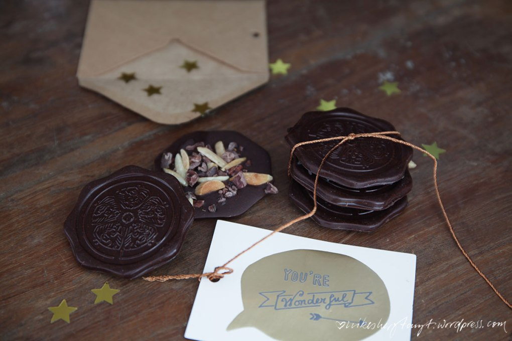 choqlate, vegane schokolade selber machen, weihnachtsschokolade, spekulatius, mandeln, sesam, nikesherztanzt
